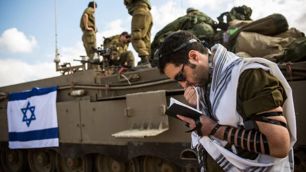Izrael - tank és ima (Array)