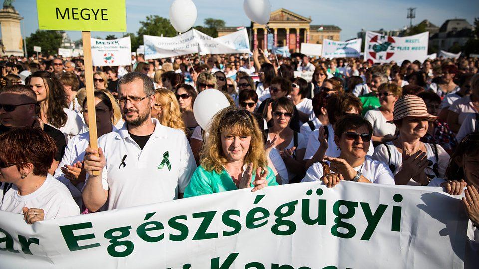 Méltó körülményért tüntettek az egészségügyi dolgozók (Array)