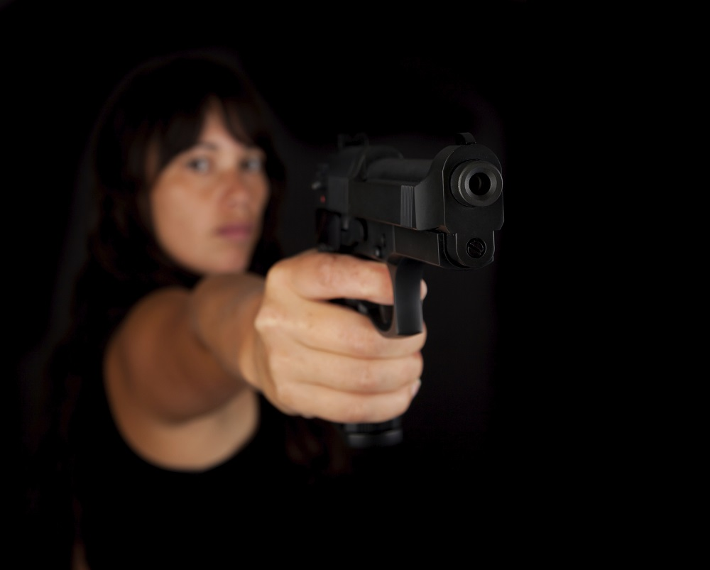 Nő pisztollyal (Array)