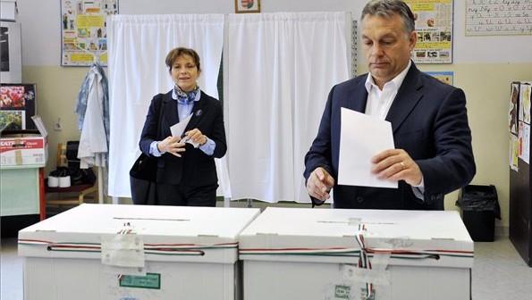 Normafa népszavazás Orbán és Lévai (Array)