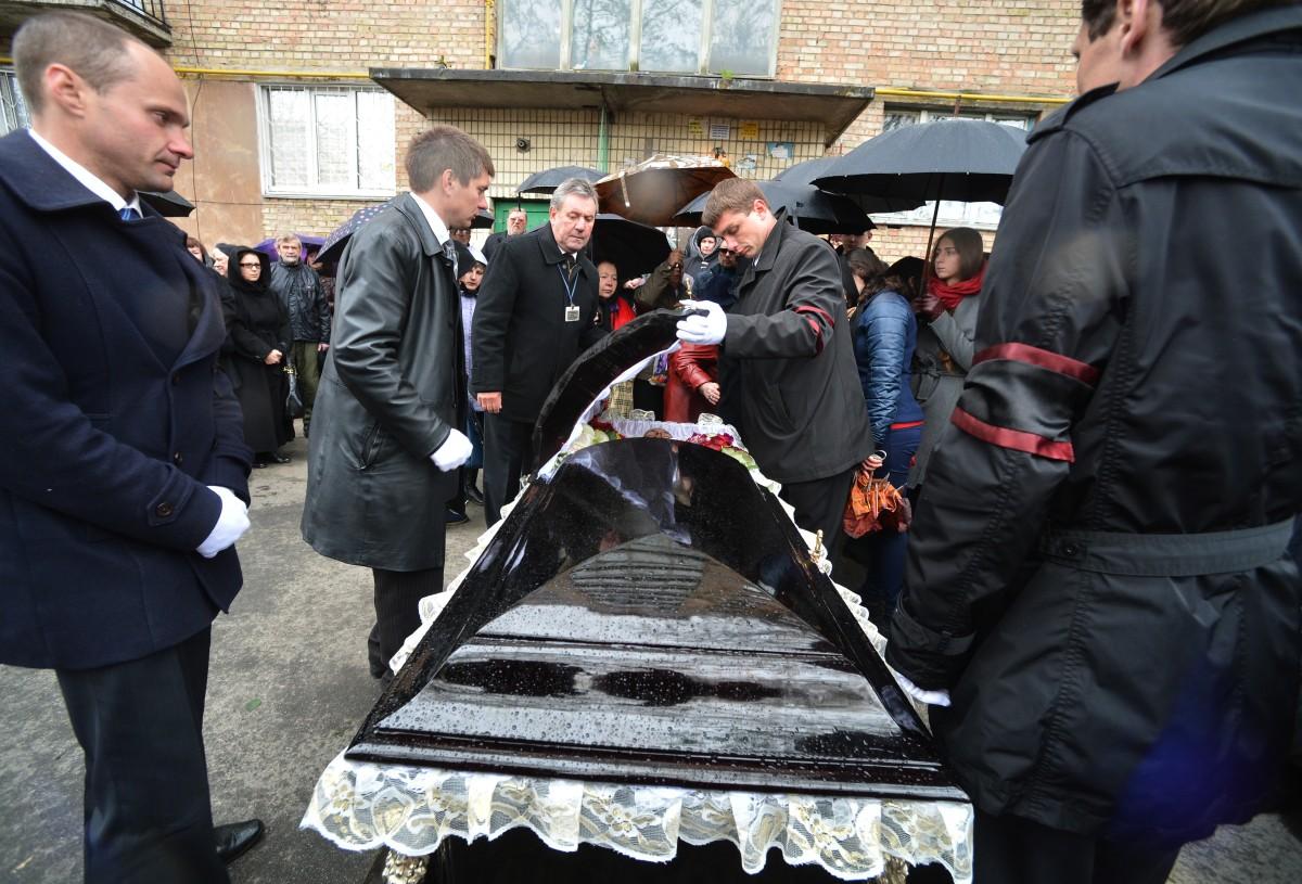Olesz Buzina temetése (Array)