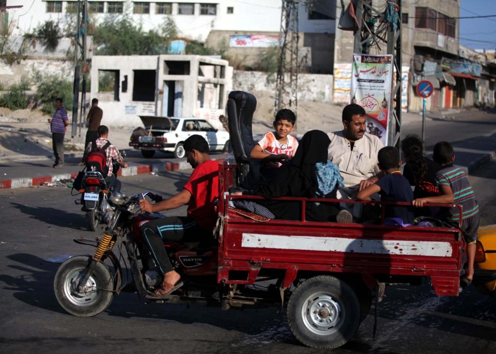 Palesztinok menekülnek otthonukból (Array)