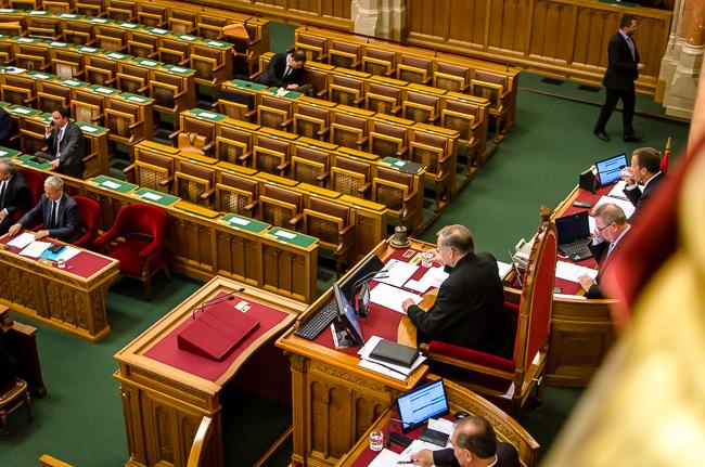 Parlament, Lezsák (Array)