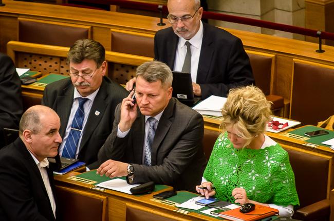 Parlament, szett (Array)