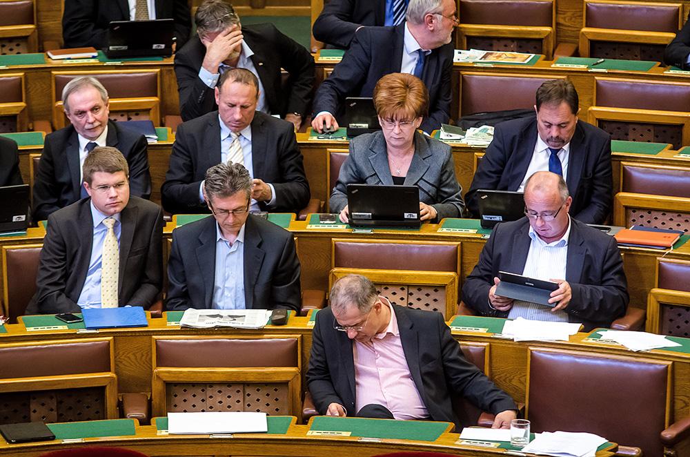 Parlament(960x640).jpg (Array)