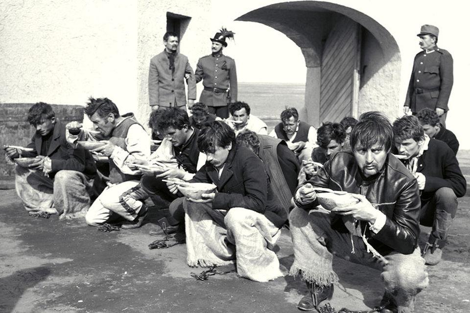 Szegénylegények (Array)