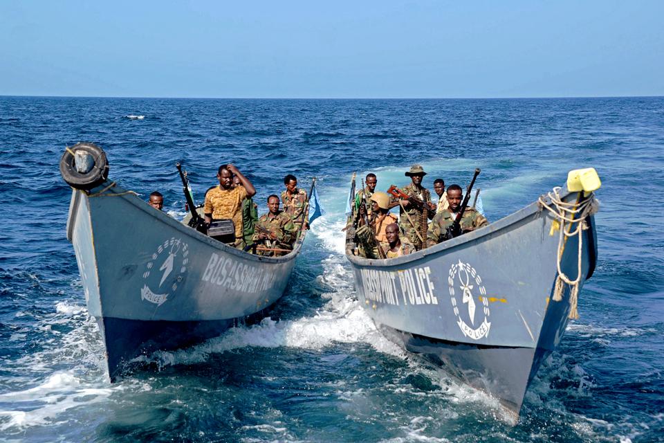 Szomália tengerészeti rendőrség, kalóz (Array)