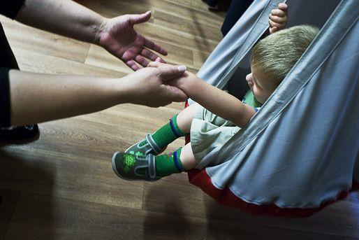 autista kisgyerek (Array)