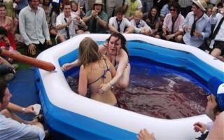 bikinis zselébirkózás (Array)