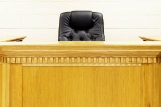 bíróság (Array)