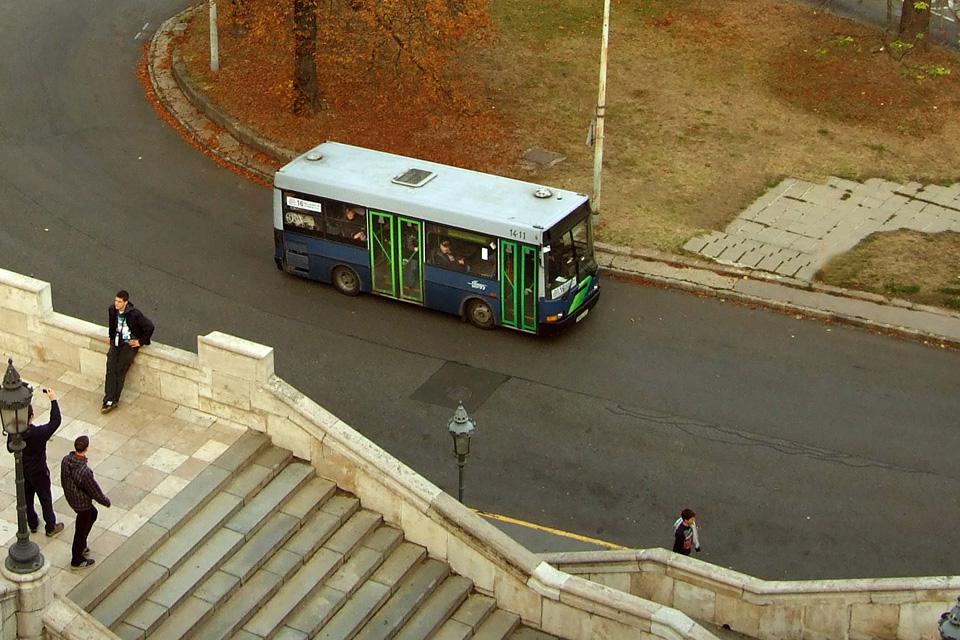 bkv busz (Array)