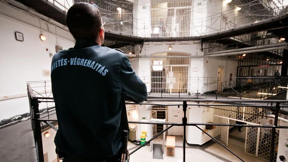 börtönőr (Array)