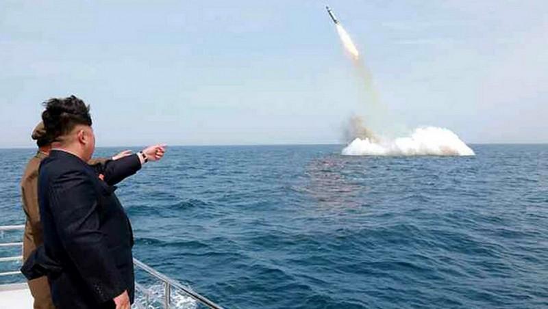 észak-koreai rakéta (Array)