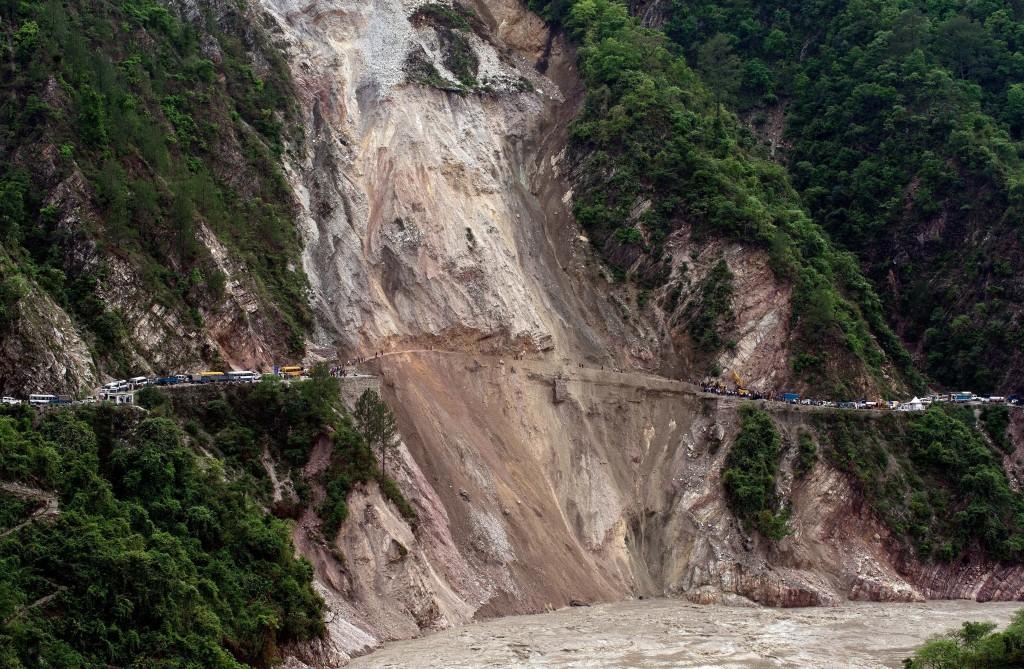 földcsuszamlás nepál (Array)