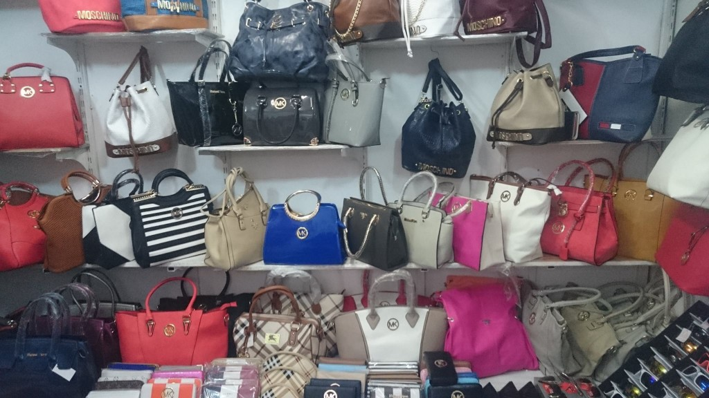 hamis táskák (Array)
