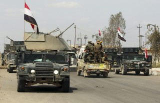iraki kormányerők Tikrítben (Array)
