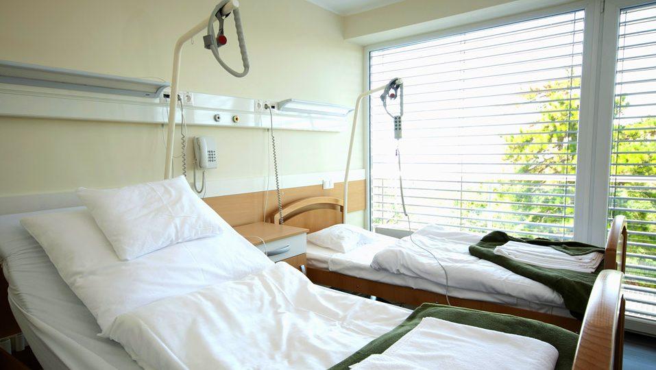 magánkórház (Array)