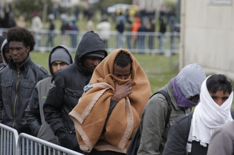 menekültek (menekültek)