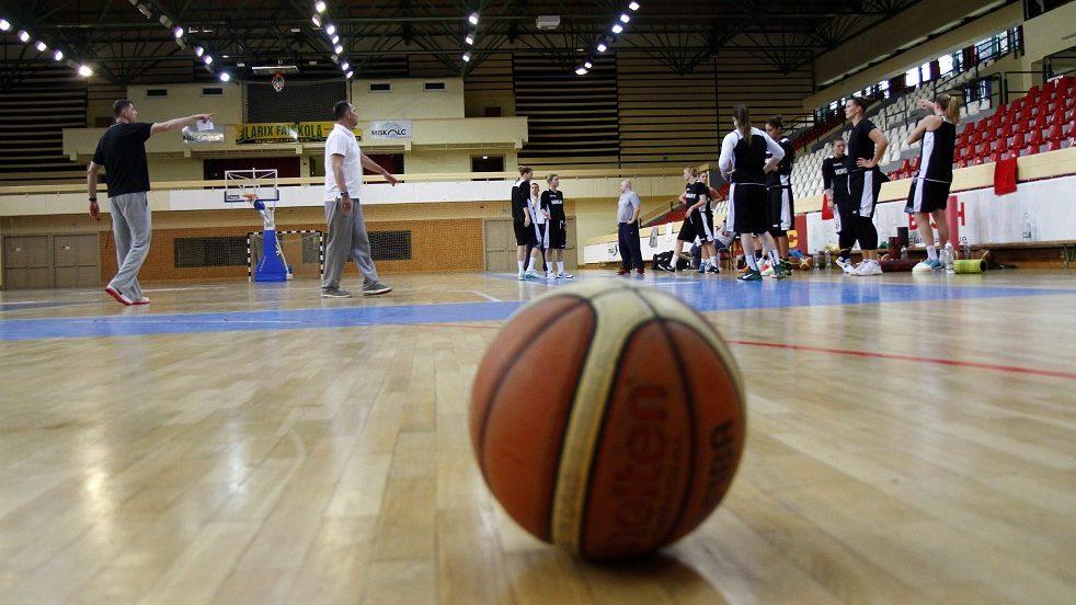 női kosárlabda-válogatott (Array)