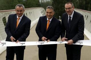 orbán feat bajai híd (Array)