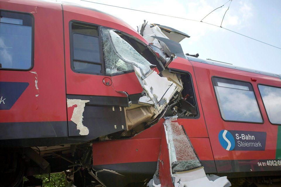 osztrák vonatbaleset (Array)