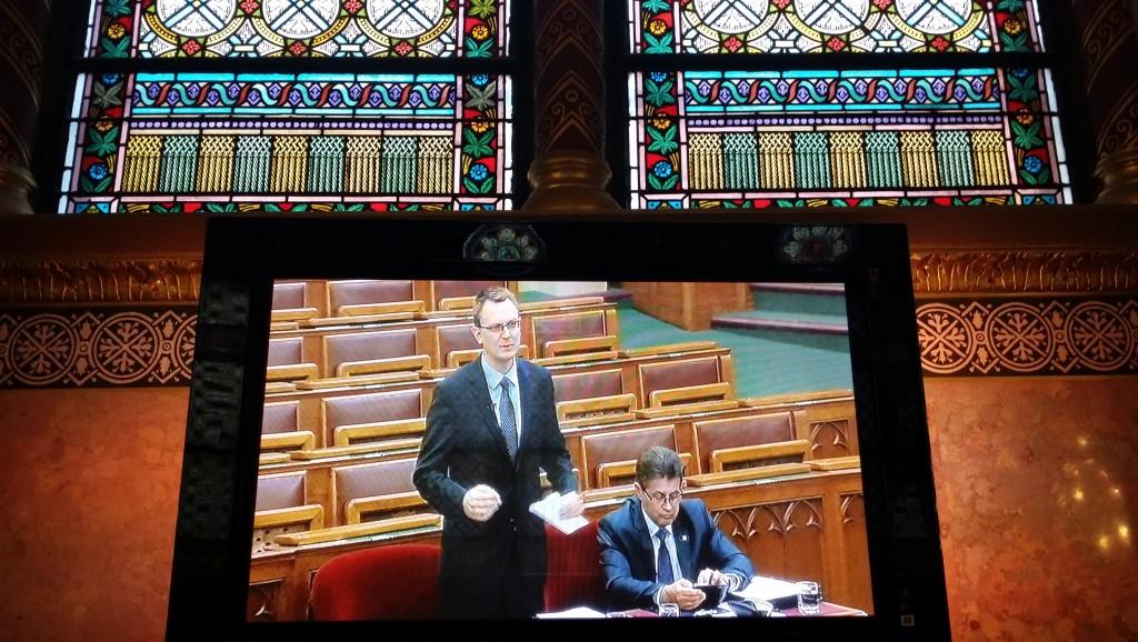 rétvári, parlament (Array)