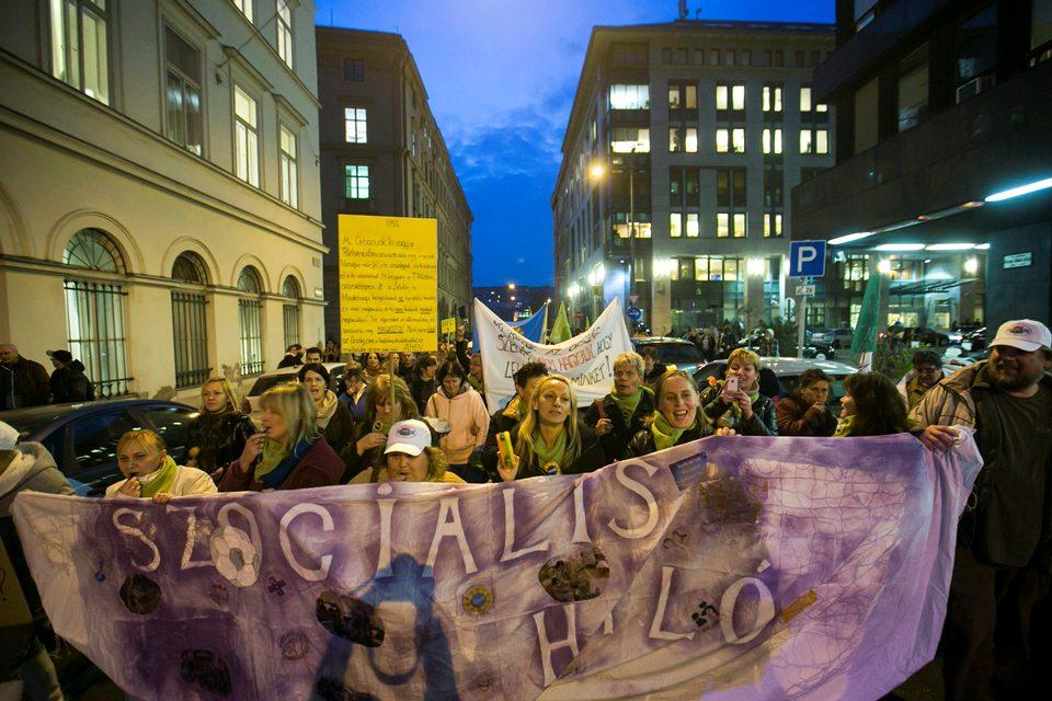 szociális ágazati tüntetés (Array)