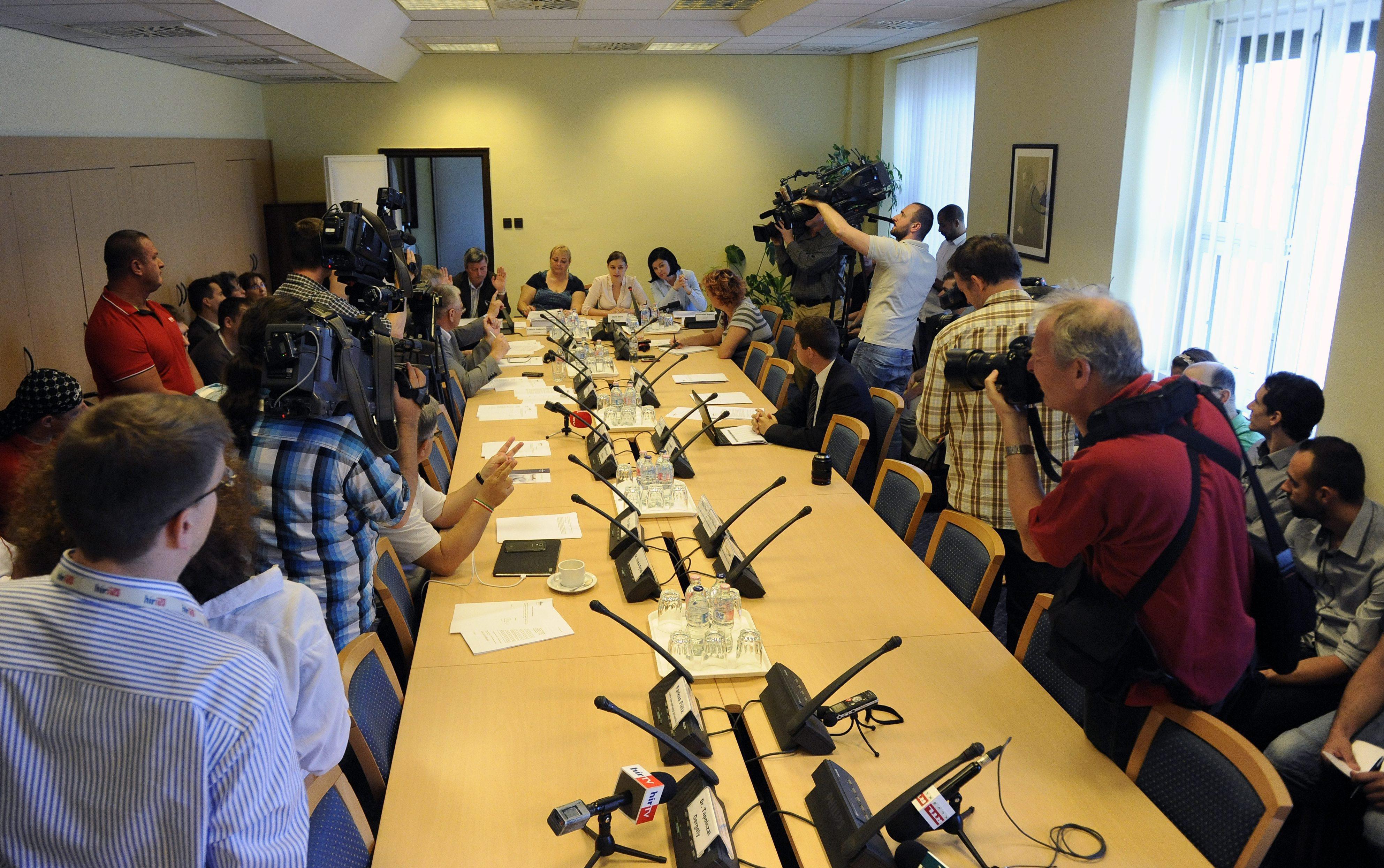 Bizottsági ülés (Array)