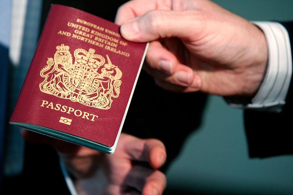 Brit útlevél (Array)