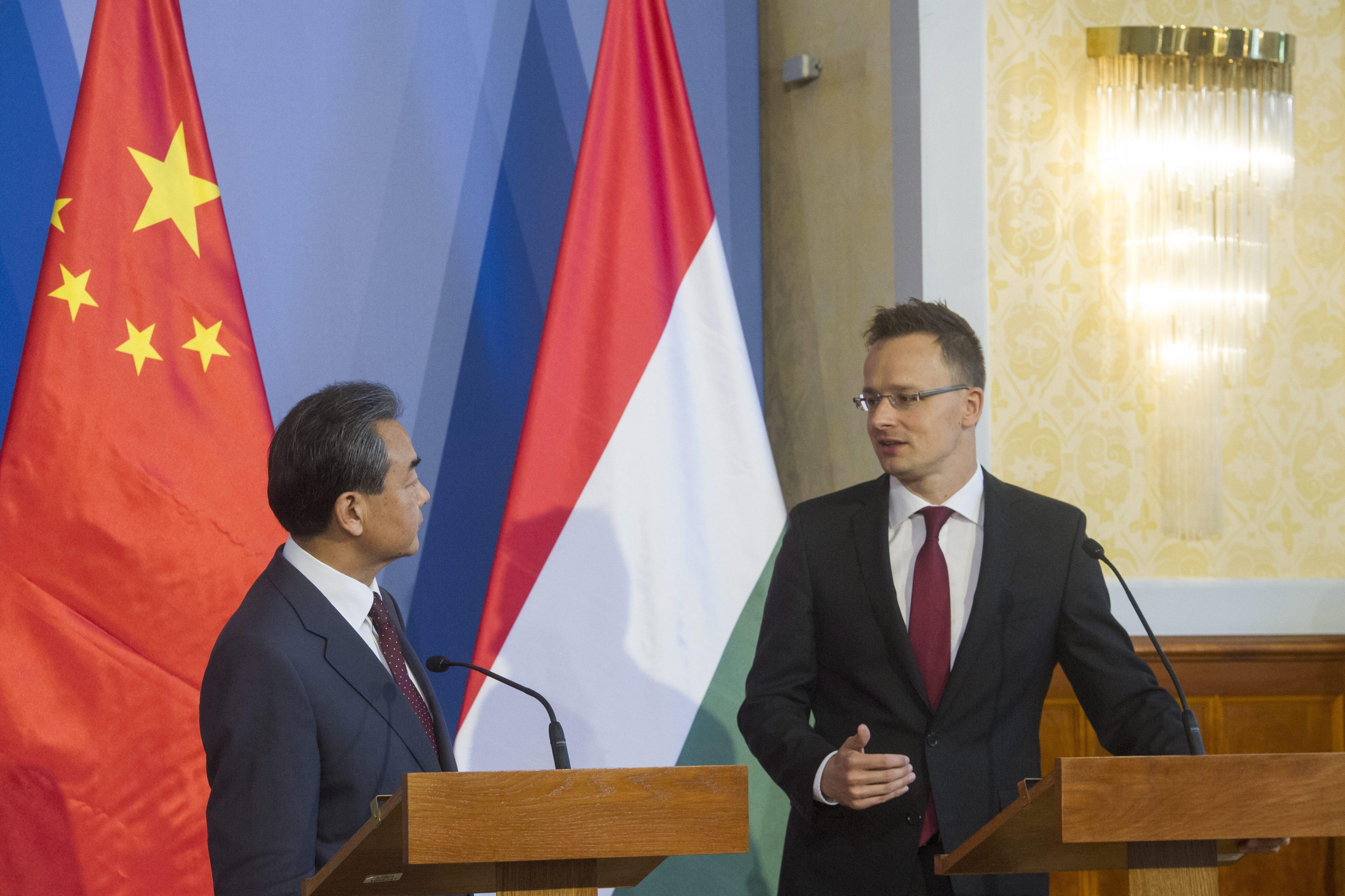 Budapesten a kínai külügyminiszter (Array)