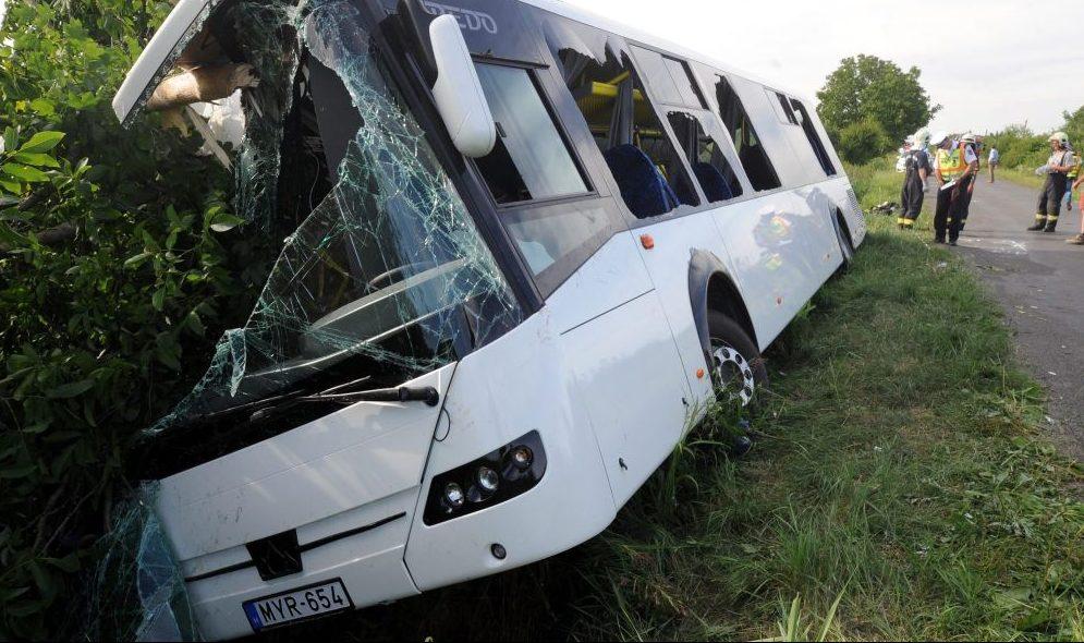 Buszbaleset Baranyában (Array)