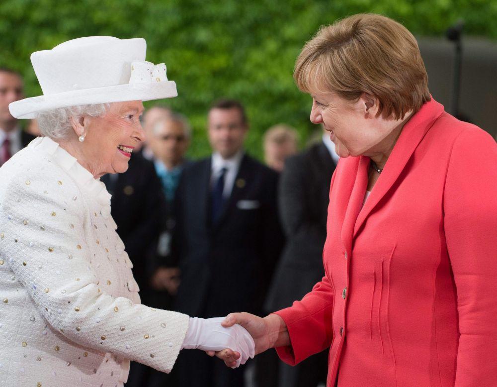 Erzsébet Merkellel (Array)