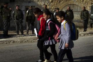 Izraeli iskoláslányok (Array)