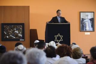Kósa a debreceni holokausztkonferencián (Array)