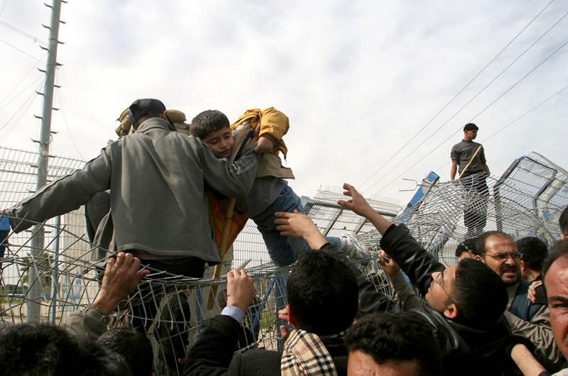 Nincs kerítés, ami, menekült, határzár 04 (Array)