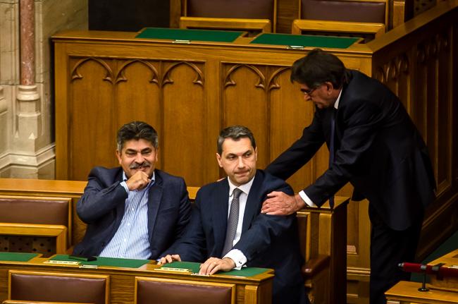 Parlament, Farkas, Lázár (Array)