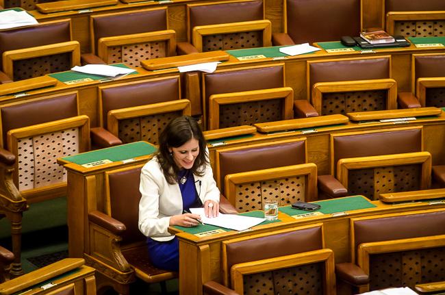 Parlament, Szél Bernadett (Array)