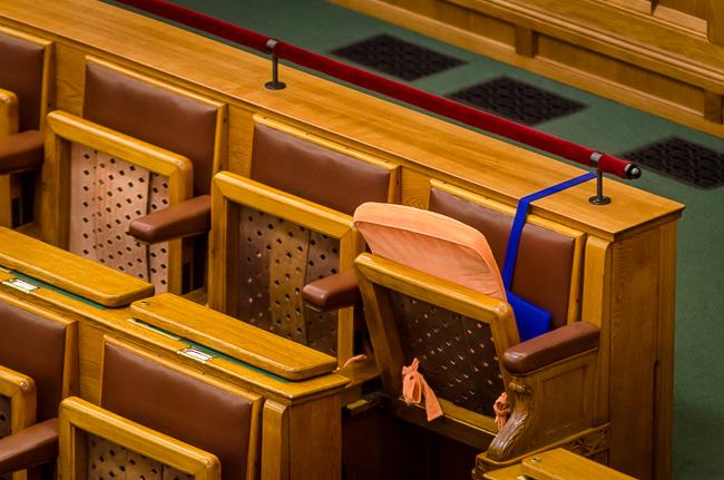 Parlament, derékpárna (Array)
