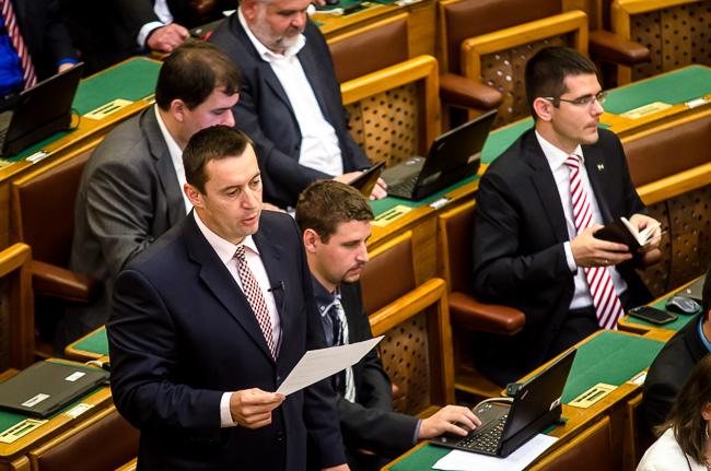Parlament, nyakkendők (Array)