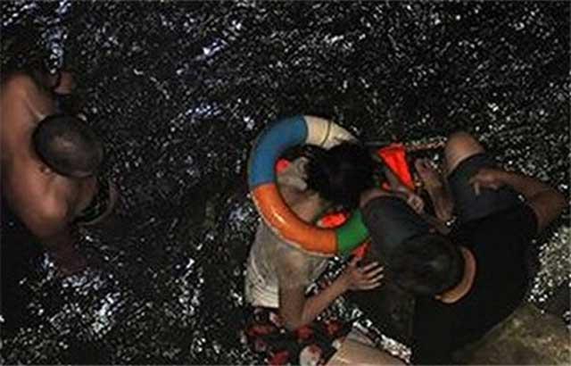 Szennyezett kínai folyó (Array)