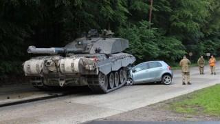 Tank vs Yaris (Array)