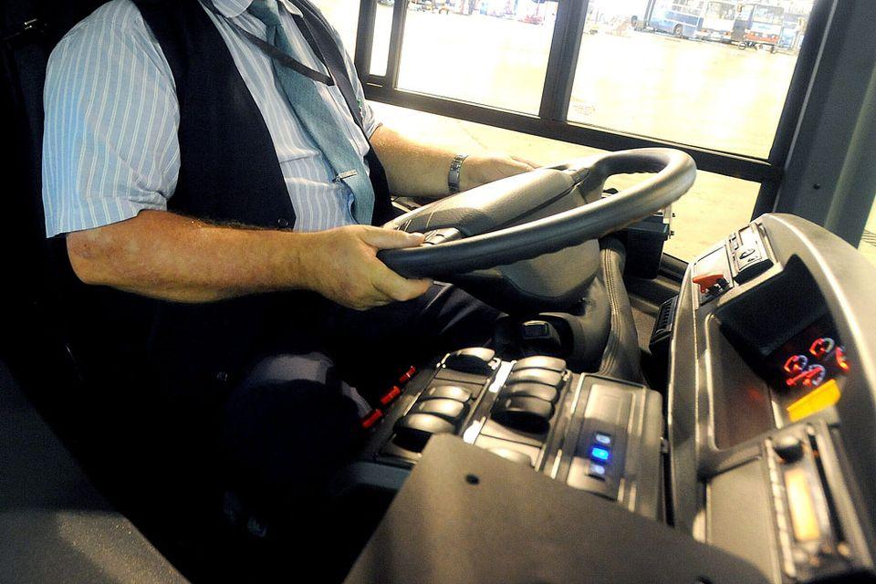 bkv busz sofőr (Array)