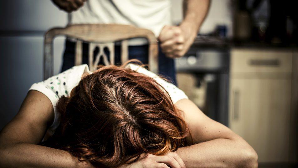 családon belüli erőszak (Array)
