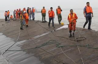 felborult kínai hajó (Array)