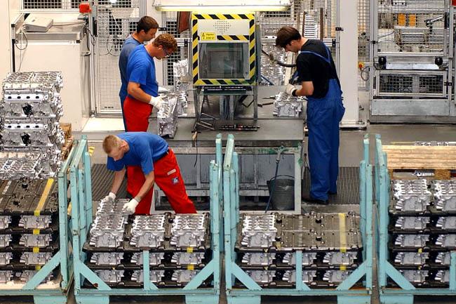 gyár dolgozói (Array)