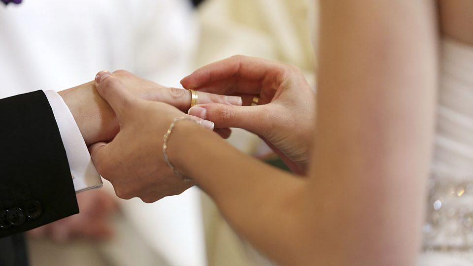 házasság (Array)