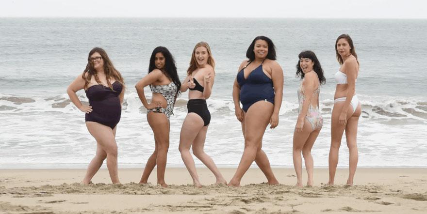 hétköznapi nők fürdőruhában (Array)