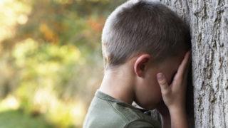 kisfiú, gyermek szomorú (Array)