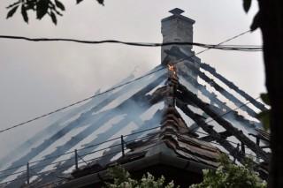 leégett tető (Array)