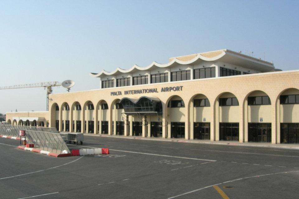 máltai repülőtér (Array)